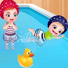 Em bé Hazel đi bơi